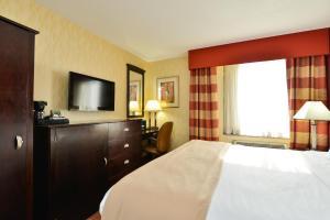 A bed or beds in a room at Lex View Inn at JFK Airport