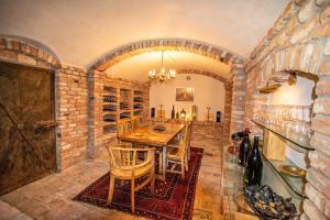 Ein Restaurant oder anderes Speiselokal in der Unterkunft Villa Salza