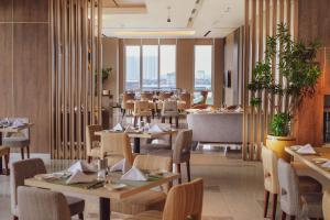 A restaurant or other place to eat at Oakwood Hotel & Residence Surabaya