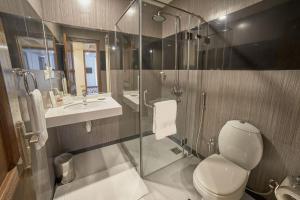 A bathroom at Avari Xpress Gulberg