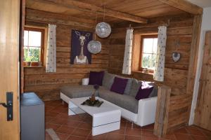 Ein Sitzbereich in der Unterkunft Almchalet Feuerkogel