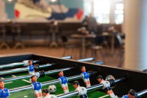 A pool table at the niu Mesh