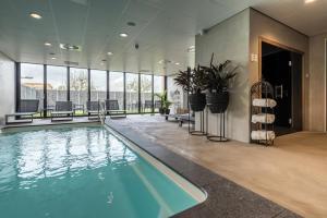 Het zwembad bij of vlak bij Fruitpark Hotel & Spa