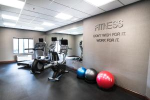 The fitness centre and/or fitness facilities at Fairfield Inn & Suites Atlanta Airport North