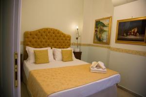 A bed or beds in a room at B&B Art Suite Santa Brigida