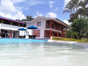 Бассейн в Finca Hotel la Manuela или поблизости