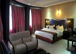 A bed or beds in a room at Sun Beach Hôtel