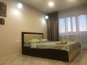 A bed or beds in a room at Apartment on Krivenko Street