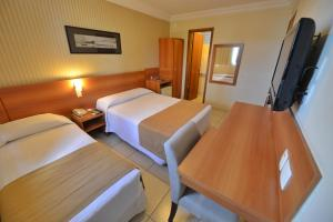 A bed or beds in a room at Arituba Park Hotel