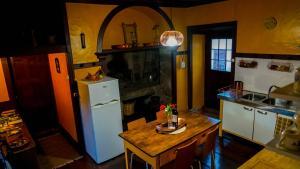 A kitchen or kitchenette at Casa Via d'Agua