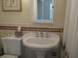 A bathroom at Pirates Pointe Resort