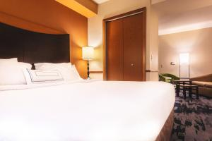 A bed or beds in a room at Fairfield Inn & Suites Redding
