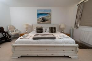 A bed or beds in a room at Stunning Beach Front house