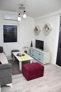 A seating area at Markos Towers Apartments