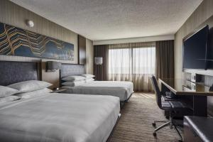 A bed or beds in a room at Chicago Marriott Schaumburg