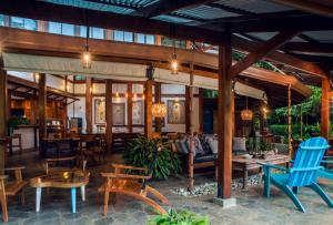A restaurant or other place to eat at Blue Osa Yoga Retreat & Spa