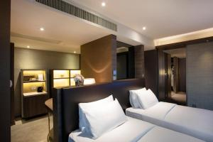 A bed or beds in a room at Royal Plaza Hotel
