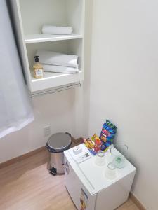 A bathroom at Quarto Privativo em Condominio