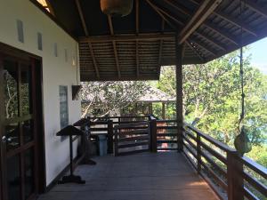Ein Balkon oder eine Terrasse in der Unterkunft PRINCE JOHN DIVE RESORT