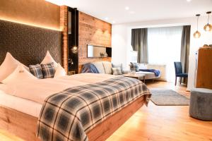 A bed or beds in a room at Hotel Sonne Ischgl