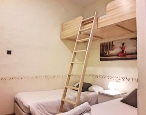 A bed or beds in a room at Itaca Hostel