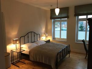 A bed or beds in a room at Villa Friedenstraße 11