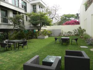 A garden outside 76 Friends Colony