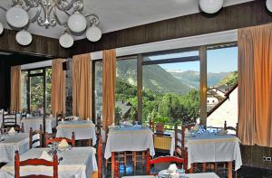 A restaurant or other place to eat at Hotel Garona