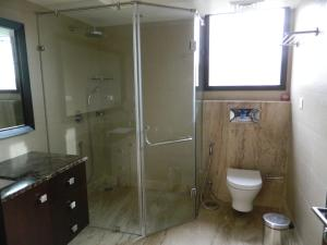 A bathroom at 76 Friends Colony