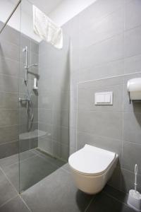 A bathroom at Apartmani Luce