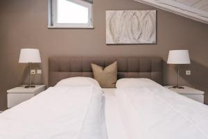 Ein Bett oder Betten in einem Zimmer der Unterkunft Hotel garni - Chiemsee-Pension-Seebruck