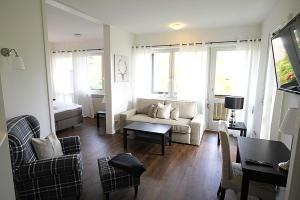 Ein Sitzbereich in der Unterkunft Hotel garni - Chiemsee-Pension-Seebruck