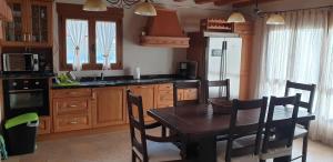 A kitchen or kitchenette at CASA RURAL EL PILON