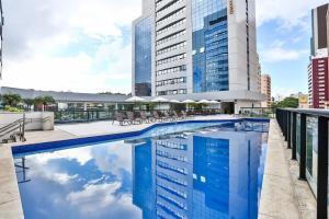 The swimming pool at or close to Quality Hotel São Salvador