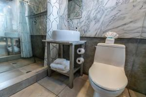 A bathroom at Chesterfield Hotel & Suites