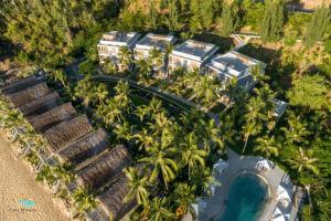 A bird's-eye view of Casa Marina Resort