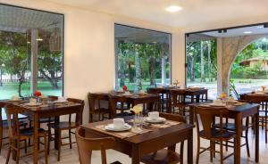 Um restaurante ou outro lugar para comer em Pousada Vila da Barra