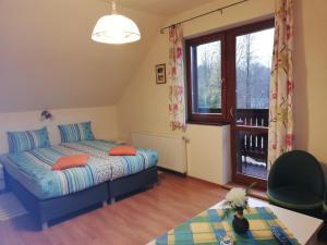 Łóżko lub łóżka w pokoju w obiekcie Willa Storczyk