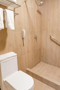 A bathroom at Costa del Sol Wyndham Tumbes
