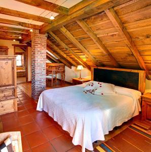 Cama o camas de una habitación en La Montaña Mágica Hotel Rural