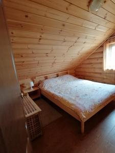 Кровать или кровати в номере Гостевой дом на озере Селигер