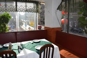 A restaurant or other place to eat at Slavyanska Beseda Hotel