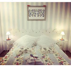 A bed or beds in a room at La Meridiana