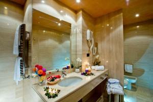 A bathroom at Grand Hotel Duca D'Este