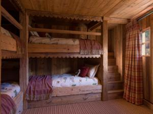 A bunk bed or bunk beds in a room at Eleven Experience Chalet Hibou