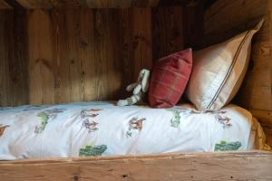 A bed or beds in a room at Eleven Experience Chalet Hibou