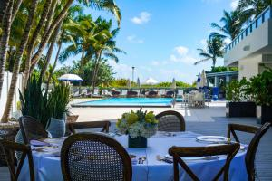 A restaurant or other place to eat at The Sagamore Hotel South Beach