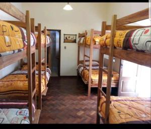 Litera o literas de una habitación en Villa Oropeza Guest House