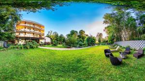 Сад в Отель Вилла Море