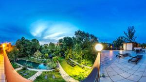 Вид на бассейн в Отель Вилла Море или окрестностях